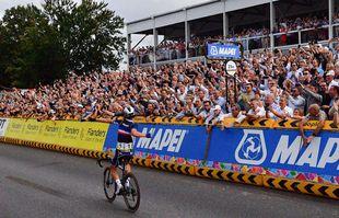 Julian Alaphilippe durant le championnat du monde de cyclisme sur route, à Louvain, en Belgique, le 26 septembre 2021.