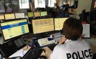 Dans un Centre d'Information et de commandement (CIC) de la police, à Strasbourg.