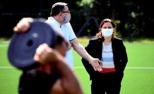 La ministre des Sports Roxana Maracineanu à l'Insep avec le directeur des équipes de France de judo Stéphane Traineau, le 18 mai 2002.