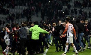 Envahissement du terrain du stade Pierre-Mauroy, à Villeneuve d'Ascq,, le 10 mars 2018, à l'issue du match entre le Losc et Montpellier.