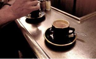 Le petit noir va peut-être revenir à un euro au comptoir, un prix plus abordable pour le fana d'espresso qui le prend en lisant l'Equipe.