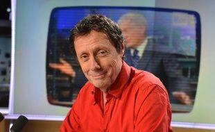 """Antoine de Maximy, animateur de """"J'irai Dormir Chez Vous"""" sur France 5 repond aux questions de Julien Arnaud sur LCI dans l'emission de Mediasphere. Paris, FRANCE - 27/03/2015/IBO_IBOA.001/Credit:IBO/SIPA/1503302301"""