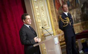 """Le Groupe de secours catastrophe français (GSCF), une association du Nord qui gère différentes missions humanitaires, a envoyé à Nicolas Sarkozy un kit de survie pour SDF afin de le sensibiliser au sort des plus démunis et de réclamer des """"mesures concrètes"""", a-t-elle annoncé mardi."""