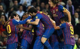 Le FC Barcelone, après avoir été mené au score, a su ne pas abdiquer dans le jeu pour s'imposer face au Real Madrid (2-1) grâce à un but décisif du Français Eric Abidal, mercredi à Santiago-Bernabeu, lors du quarts de finale aller de la Coupe du Roi.