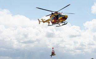 L'hélicoptère de la sécurité civile Dragon 33.