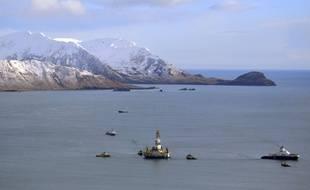Une plateforme de forage pétrolier offshore au large de l'île de Kodiak, en Alaska.