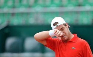 """""""Le vide intégral"""": Richard Gasquet, N.9 mondial, a ainsi résumé, sans se chercher d'excuses, son élimination par le modeste Péruvien Luis Horna (6-4, 6-1), 111e mondial et issu des qualifications, au premier tour du Masters Series sur terre battue de Rome, lundi."""