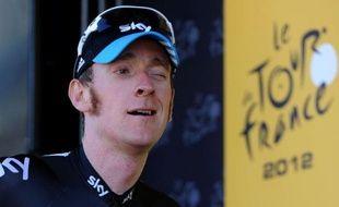 Le maillot jaune du Tour de France, Bradley Wiggins, s'est emporté dimanche après la 8e étape contre les comparaisons qui fleurissent sur les réseaux sociaux entre son équipe Sky et l'équipe US Postal de Lance Armstrong, sous-entendant du dopage.