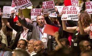 Contestation lors de l'allocution du secrétaire d'Etat aurprès du ministre de la cohésion des territoires Julien Denormandie. AFP PHOTO / PATRICK HERTZOG