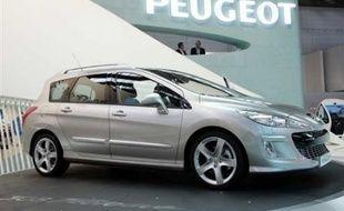 PSA Peugeot Citroën a annoncé mardi une légère progression de ses ventes mondiales en 2007, portée par les pays émergents, et espère une accélération cette année pour remplir ses objectifs à l'horizon 2010.