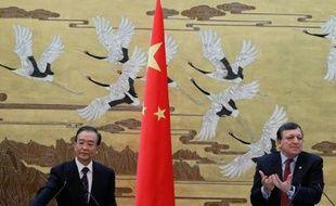 """Faute d'accord avec la Chine sur ses exportations de terres rares, des minerais indispensables à l'industrie, l'UE a demandé mercredi à l'OMC d'établir un """"groupe spécial"""" pour examiner le différend avec Pékin, a annoncé la Commission européenne."""