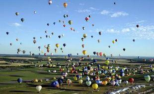 Les organisateurs du Lorraine Mondial Air Ballons, le plus grand rassemblement de montgolfières au monde, ont annoncé coup sur coup sur Twitter deux nouveaux records mercredi soir et jeudi matin