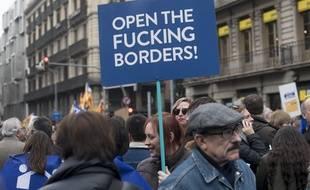 160.000 personnes ont participé le 18 fevrier à une manifestation à Barcelone en faveur de l'accueil des migrants.