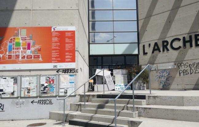 L'Arche, à l'entrée du campus fait partie, avec l'accueil, des deux bâtiments occupés jour et nuit.