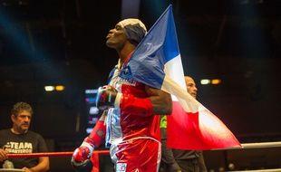 Le boxeur Patrice Quarteron avant un combat à la halle Georges-Carpentier à Paris, en mars 2017.
