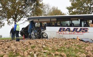 Le bus accidenté le 14 novembre à Bavincourt