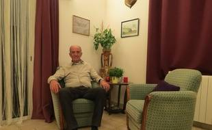 Bernard Bartolini, le maire de Prads, dans son salon.