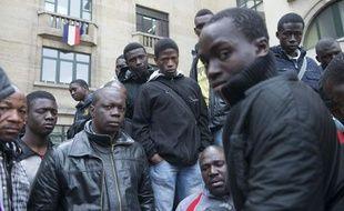 Montreuil, le 6 mai 2013. Regroupés devant la mairie de Montreuil, des migrants Maliens expulsés de leur squat attendent de trouver une solution pour passer la nuit.