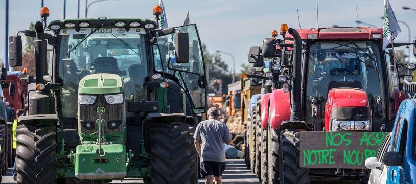 Des tracteurs sur la rocade de Toulouse lors d'une opérationde la FDSEA 31, le 8 octobre 2019.