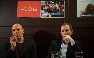 Yanis Varoufakis et Benoît Hamon à Paris, le 21 janvier 2018.