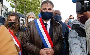 Olivier Faure, mercredi, lors de la manifestation des policiers et policières devant l'Assemblée nationale, mercredi.