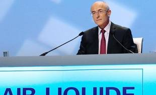 Le producteur français de gaz industriels Air Liquide, fort d'une hausse plus forte que prévu de ses bénéfices 2013, met la barre plus haut encore cette année en visant une nouvelle progression de son résultat net.