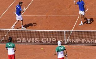 Nicolas Mahut et Pierre-Hugues Herbert face au double italien Fabio Fognini - Simone Bolelli, en quart de finale de la Coupe Davis, samedi 7 avril.