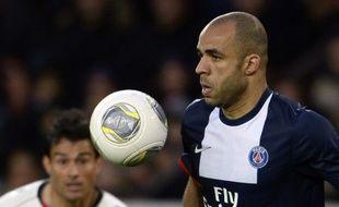 Alex, le défenseur du PSG, le 9 novembre 2013 au Parc des Princes contre Nice.
