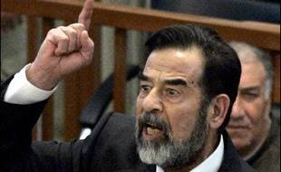 Le procès de Saddam Hussein reprend mercredi à Bagdad devant le Haut tribunal pénal irakien en l'absence des avocats de la défense et des principaux accusés, dont l'ancien chef de l'Etat.