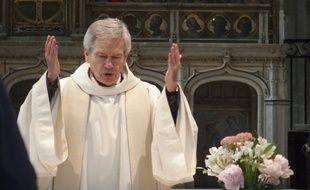 Daniel Duigou est un des rares prêtres à fonctionner avec une équipe pastorale pour prendre des décisions: sa paroisse défend Macron (Illustration).
