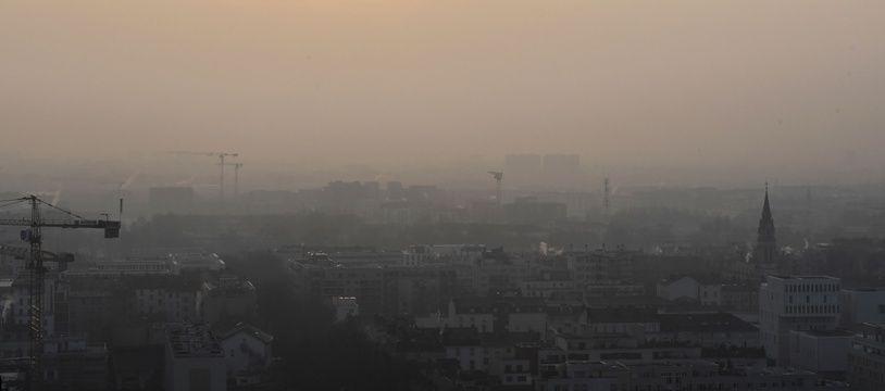 A Lyon, lors d'un pic de pollution. AFP PHOTO / PHILIPPE DESMAZES