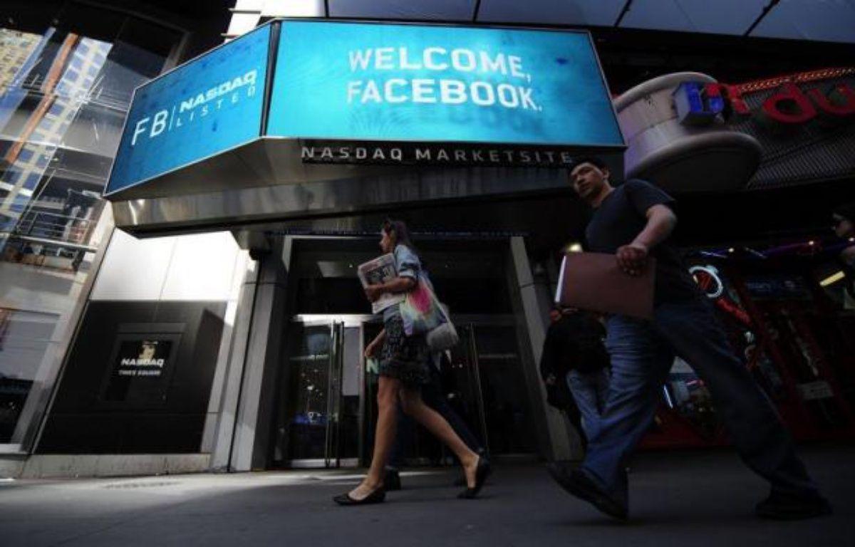 La plate-forme boursière Nasdaq a annoncé mercredi qu'elle créait un fonds d'indemnisation de 40 millions de dollars pour indemniser les investisseurs qui auraient perdu de l'argent à la suite des problèmes techniques rencontrés pendant le lancement de l'action Facebook. – Emmanuel Dunand afp.com