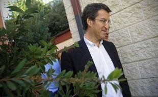 Le président conservateur de la Galice, région du nord-ouest de l'Espagne, et l'une des étoiles montantes du Parti populaire au pouvoir à Madrid, s'est défendu lundi après la publication de photos anciennes le montrant en compagnie d'un trafiquant de drogue.
