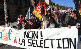 des manifestants de l'Unef le 16 novembre 2017 à Montpellier.AFP PHOTO / PASCAL GUYOT