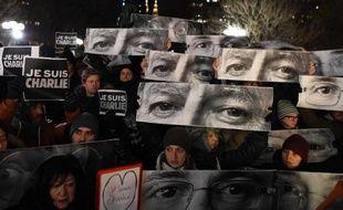 Manifestation en hommage aux victimes de l'attaque terroriste contre Charlie Hebdo le 7 janvier 2015 à New York