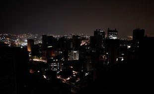 Le quartier d'Altamira dans le noir à Caracas, le 26 mars 2019.