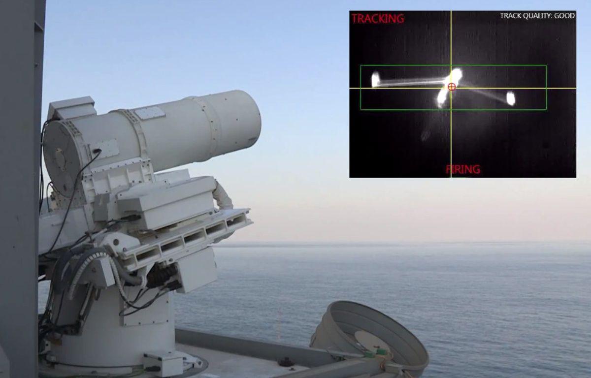 Le Laser Weapon System de l'U.S. Navy, testé dans le Golfe à bord de l'USS Ponce. – NAVY/PHOTOMONTAGE 20 MINUTES