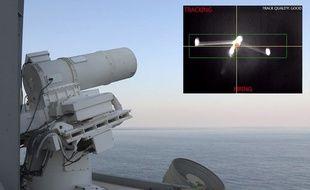Le Laser Weapon System de l'U.S. Navy, testé dans le Golfe à bord de l'USS Ponce.