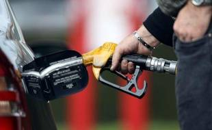 Le gouvernement a confirmé mercredi qu'il procéderait à une augmentation de 2 centimes par litre de la taxe sur le diesel