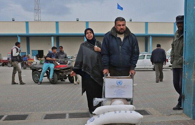 648x415 palestinien recuperant colis humanitaire gaza 20 decembre 2018 illustration