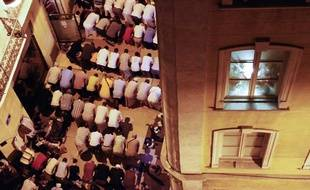 La communauté musulmane de Marseille prie pendant le ramadan.