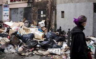 Les rues de la ville cumulent 8.000 tonnes de déchets, et environ 800 incendies de poubelles ont été recensés