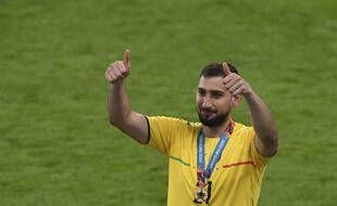 Gianluigi Donnarumma, champion d'Europe et élu meilleur joueur de l'Euro, rejoint officiellement le PSG.