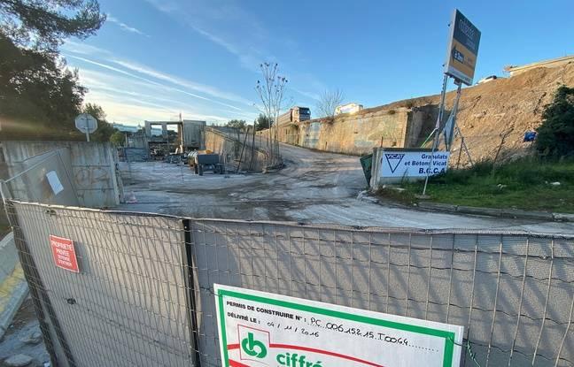 Près de 1.000t d'amiante ont été découvertes sur le chantier à Valbonne