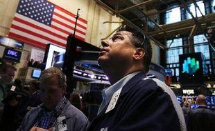 Après une semaine hésitante sans grandes nouvelles à digérer, la Bourse de New York, revenue de ses derniers records, surveille désormais l'épée de damoclès budgétaire qui menace de s'abattre sur le gouvernement américain.