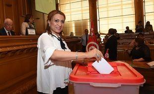 Souad Abderrahim, tête de liste du parti islamiste Ennahdha lors des récentes municipales, a été élue mardi 3 juillet 2018 maire de Tunis, une première pour une femme.