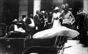 L'archiduc François-Ferdinand et son épouse, quelques minutes avant leur assassinat, le 28 juin 1914, à Sarajevo (Bosnie-Herzégovine).