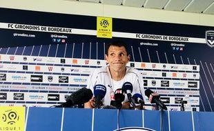 Gustavo Poyet s'inquiète de la situation extra-sportive du club.