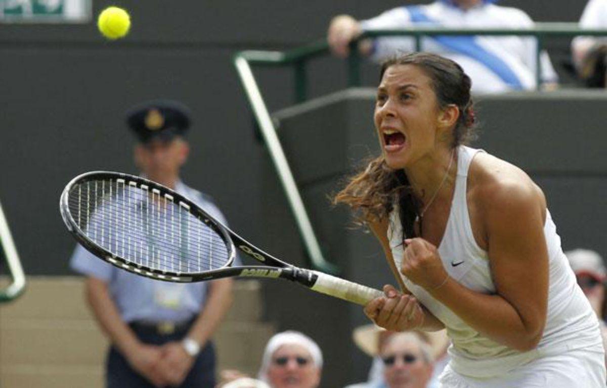 Marion Bartoli s'est qualifiée pour les quarts de finale de Wimbledon en éliminant la double tenante du titre Serena Williams, le 27 juin 2011. – Anja Niedringhaus/AP/SIPA