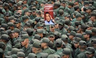 """Après une période de relatif optimisme sur la santé de Hugo Chavez, hospitalisé depuis deux mois à Cuba, le vice-président Nicolas Maduro a ravivé les incertitudes en évoquant les traitements """"complexes et difficiles"""" auxquels est soumis le président, l'opposition accusant le pouvoir de """"mentir""""."""
